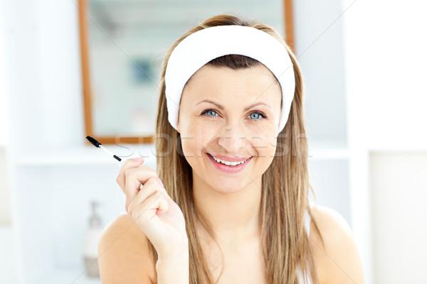 Mulher jovem rímel banheiro casa mão feliz Foto stock © wavebreak_media