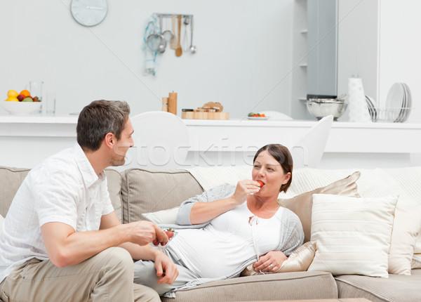 Hamile kadın koca yeme çilek ev gülümseme Stok fotoğraf © wavebreak_media