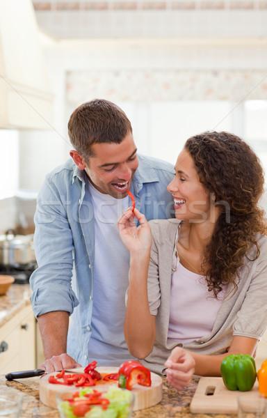 Man eten groenten vrouw home vrouw Stockfoto © wavebreak_media