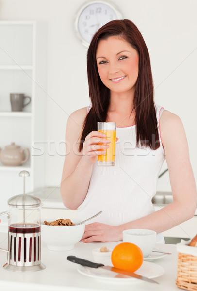 молодые красивой женщину апельсиновый сок кухне Сток-фото © wavebreak_media