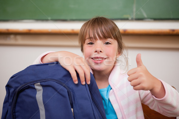 Stockfoto: Glimlachend · schoolmeisje · poseren · zak · duim · omhoog