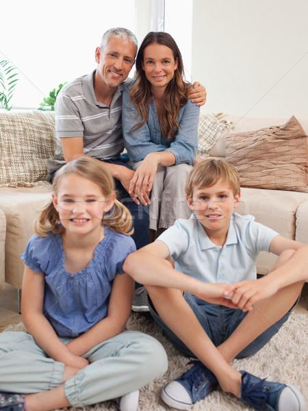 портрет семьи позируют гостиной лице любви Сток-фото © wavebreak_media