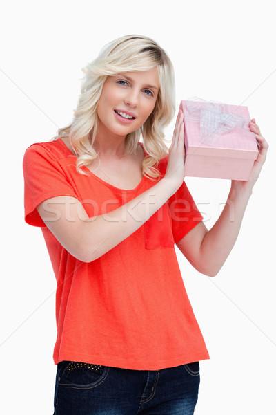 Jeune femme anniversaire cadeau blanche sourire Photo stock © wavebreak_media