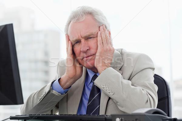 Fáradt idős menedzser dolgozik monitor iroda Stock fotó © wavebreak_media