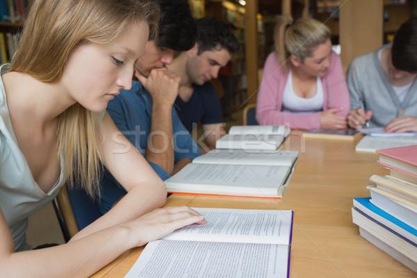 Studentów studia grupy kolegium biblioteki uśmiech Zdjęcia stock © wavebreak_media
