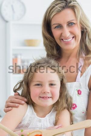 Anya lánygyermek olvas együtt plüssmaci ágy Stock fotó © wavebreak_media