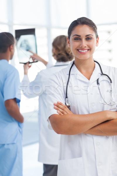 врач глядя камеры медицинской Сток-фото © wavebreak_media