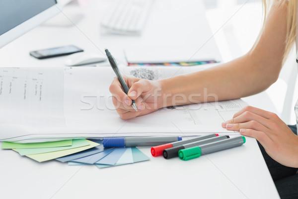 Artista disegno qualcosa carta pen ufficio Foto d'archivio © wavebreak_media