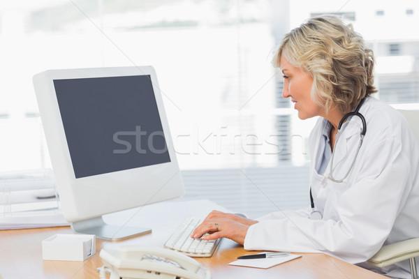 Női orvos számítógéphasználat orvosi iroda koncentrált Stock fotó © wavebreak_media