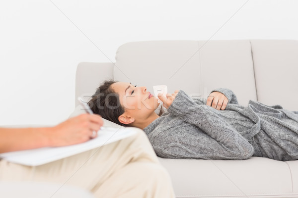 Thérapeute prendre des notes pleurer patient canapé thérapie Photo stock © wavebreak_media