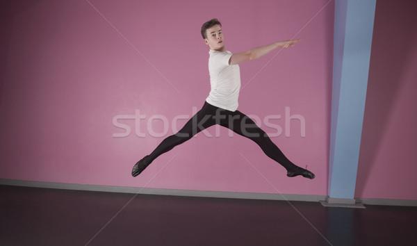 Homme danseur de ballet danse studio jambes Photo stock © wavebreak_media