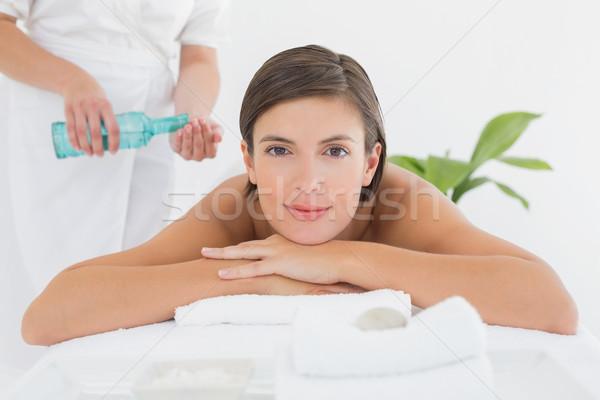 Vonzó nő masszázsolaj hát vonzó fiatal nő fürdő Stock fotó © wavebreak_media