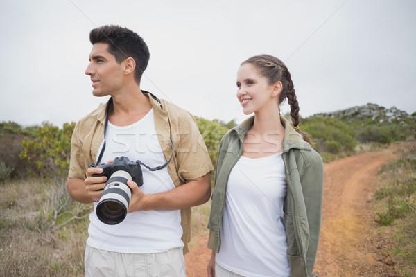 Randonnée couple caméra montagne terrain Photo stock © wavebreak_media
