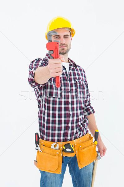 Ezermester néz franciakulcs portré férfi fehér Stock fotó © wavebreak_media