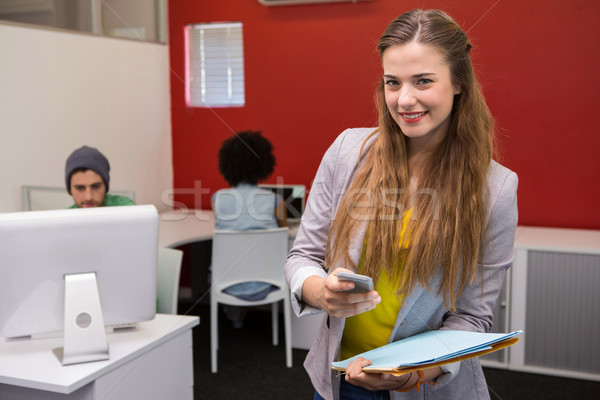 Mooie toevallig zakenvrouw kantoor portret Stockfoto © wavebreak_media