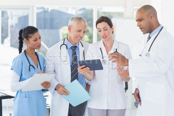 équipe médecins fichier médicaux bureau Photo stock © wavebreak_media