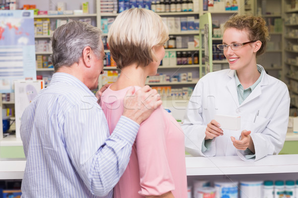 Farmacista qualcosa cliente farmacia uomo Foto d'archivio © wavebreak_media