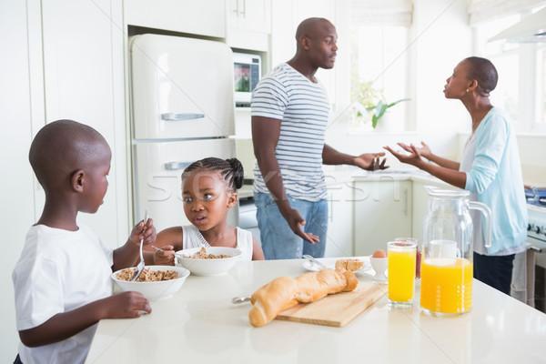 Família feliz sessão café da manhã cozinha criança Foto stock © wavebreak_media