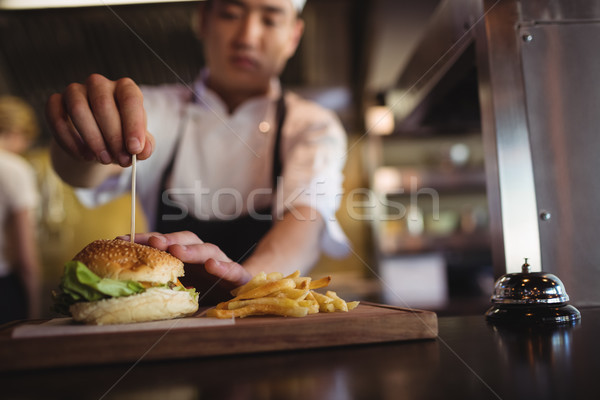 Chef dents Burger ordre gare commerciaux Photo stock © wavebreak_media