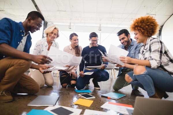 Boldog üzleti csapat együtt dolgozni iroda padló kreatív Stock fotó © wavebreak_media