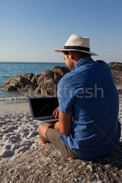 человека сидят пород используя ноутбук пляж вид сзади Сток-фото © wavebreak_media