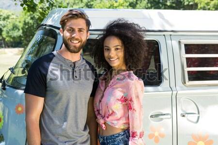 Portret szczęśliwy znajomych van uśmiechnięty stałego Zdjęcia stock © wavebreak_media