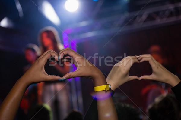 Ręce publiczności kształt serca etapie pokaż nightclub Zdjęcia stock © wavebreak_media