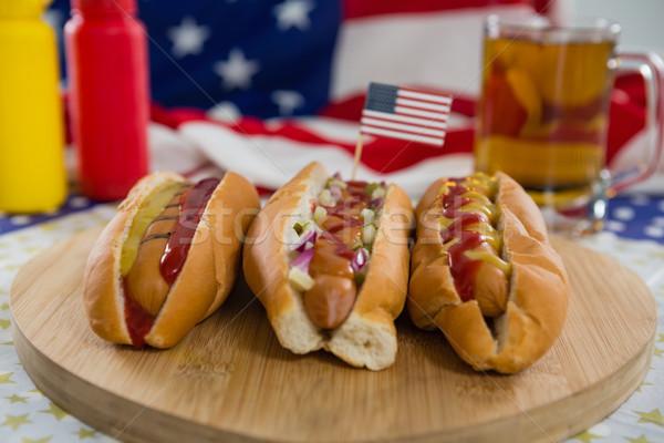Hot dog felszolgált vágódeszka közelkép fa háttér Stock fotó © wavebreak_media