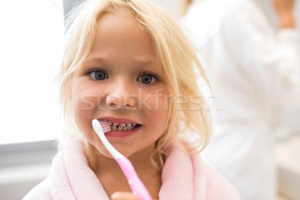 Lány fogmosás fürdőszoba portré gyermek otthon Stock fotó © wavebreak_media
