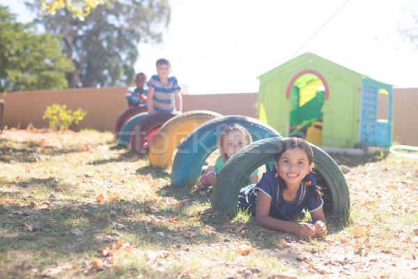 Ninos jugando neumáticos Zona de juegos cielo Foto stock © wavebreak_media