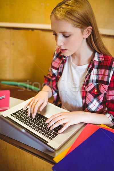 Fókuszált diák laptopot használ osztály egyetem számítógép Stock fotó © wavebreak_media