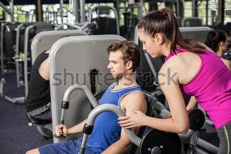 Mujer sonriente pesas femenino entrenador crossfit Foto stock © wavebreak_media