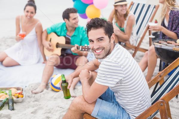 Boldog férfi tart sör mosolyog ül Stock fotó © wavebreak_media