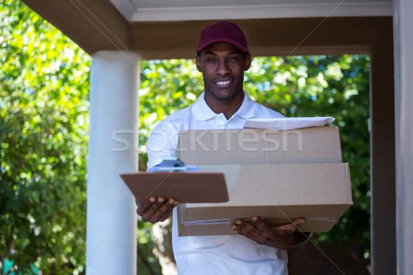 Feliz mensajero paquete portapapeles firma negro Foto stock © wavebreak_media