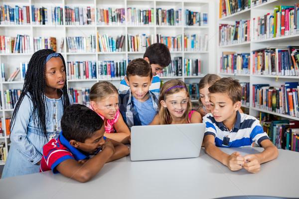 Vorderseite Ansicht Schüler Studium Laptop Bibliothek Stock foto © wavebreak_media