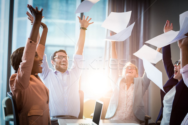 üzletemberek dob papírok levegő ünnepel papír Stock fotó © wavebreak_media