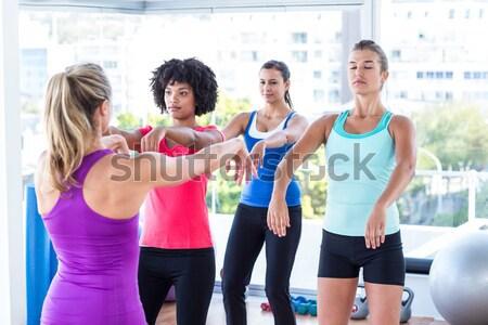 Femenino atletas pesas retrato gimnasio Foto stock © wavebreak_media