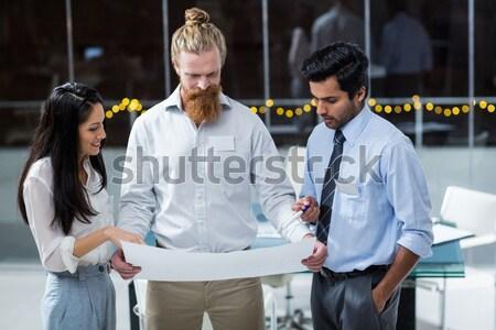 Imprenditori stringe la mano sala conferenze ufficio internet uomo Foto d'archivio © wavebreak_media