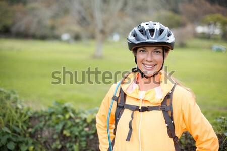 Női motoros visel bicikli sisak portré Stock fotó © wavebreak_media