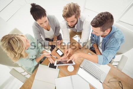 Concentrato business internazionale persone studiare contratto riunione Foto d'archivio © wavebreak_media