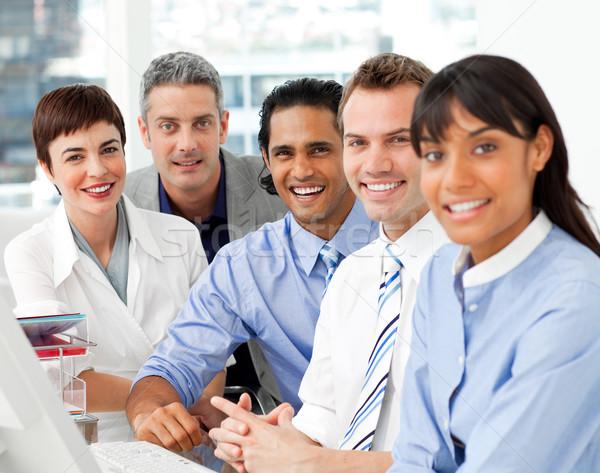 Portrait équipe commerciale travaux bureau affaires Photo stock © wavebreak_media