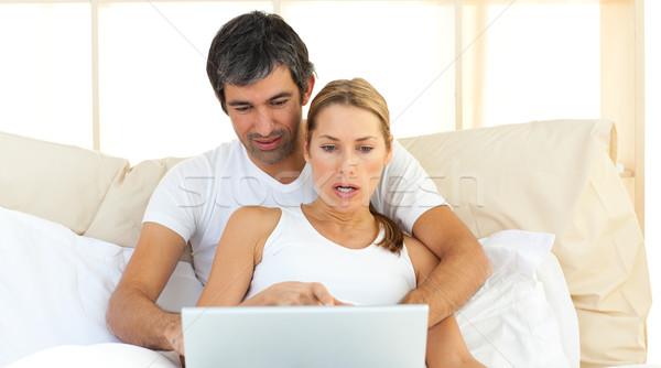 привязчивый пару используя ноутбук кровать домой любви Сток-фото © wavebreak_media