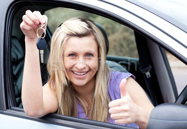 очаровательный женщины драйвера ключевые Новый автомобиль Сток-фото © wavebreak_media