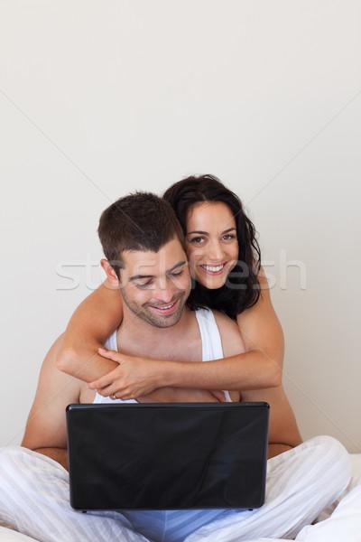влюбленный пару кровать ноутбука рук пространстве Сток-фото © wavebreak_media