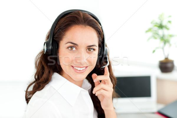 Dość hiszpańskie kobieta interesu zestawu posiedzenia biurko Zdjęcia stock © wavebreak_media