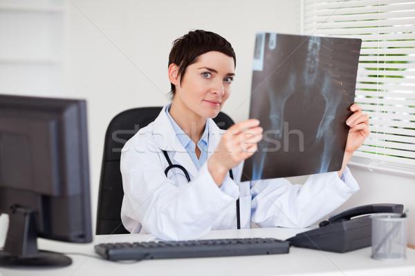 Stok fotoğraf: Profesyonel · kadın · doktor · ayarlamak · xray