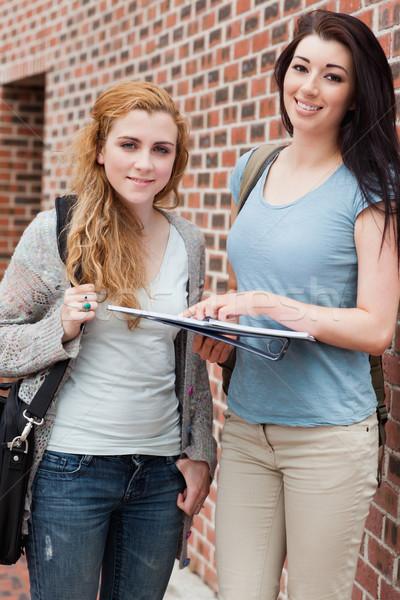 Portré diák segít osztálytárs kívül épület Stock fotó © wavebreak_media