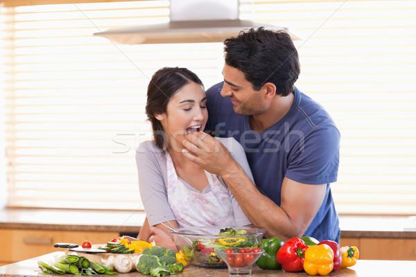 Człowiek żona kuchnia miłości szczęśliwy Zdjęcia stock © wavebreak_media