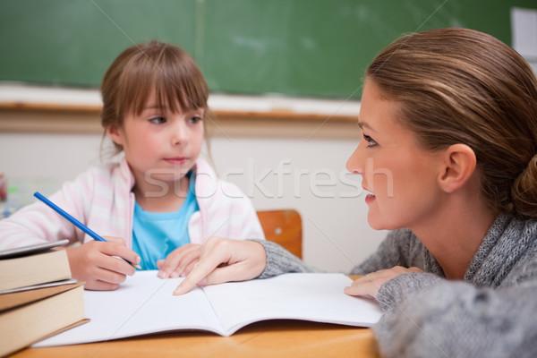 Stockfoto: Schoolmeisje · schrijven · leraar · praten · klas · vrouw