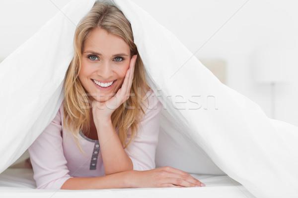 Mujer edredón mano cabeza adelante Foto stock © wavebreak_media